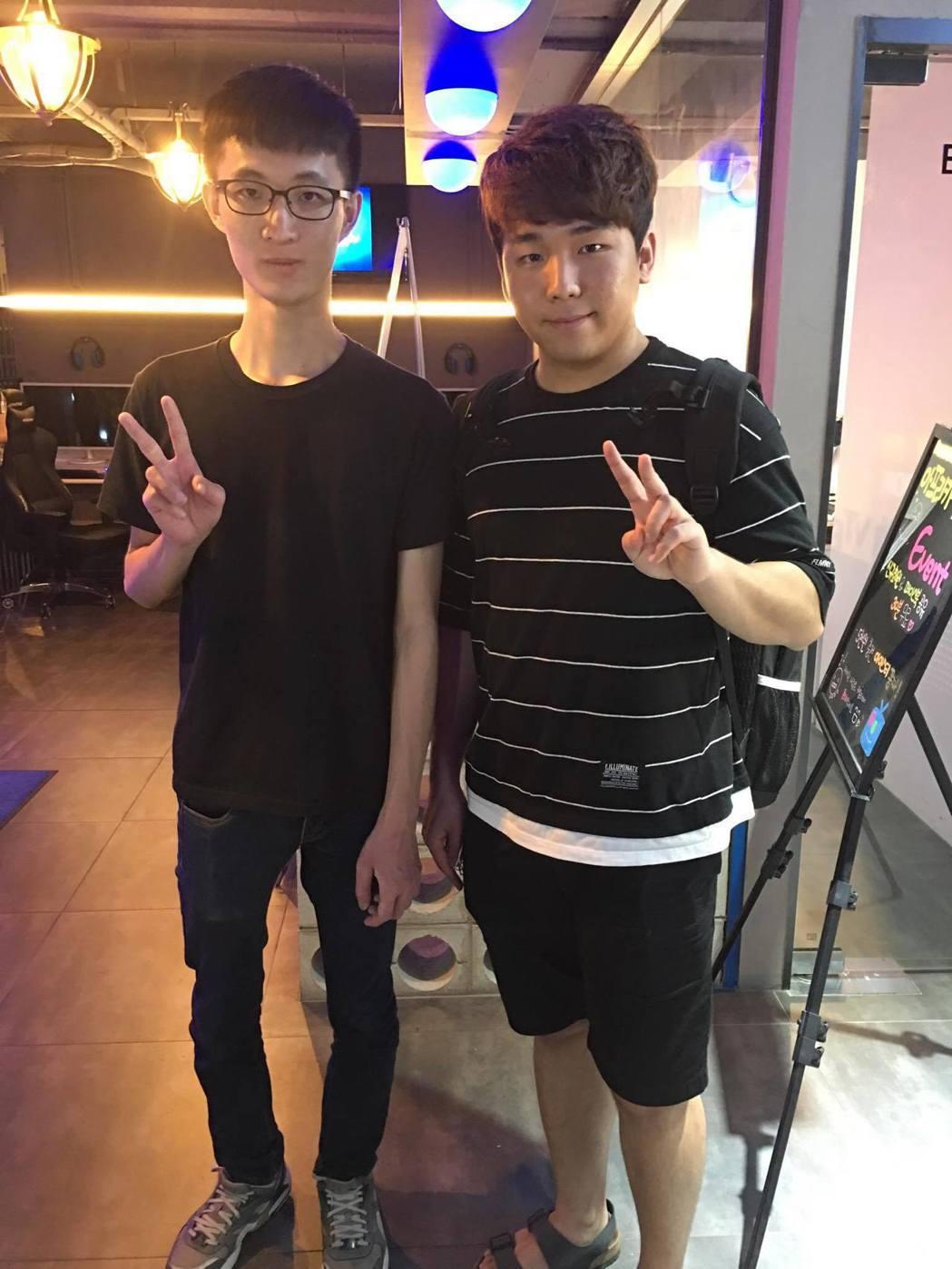 🔼Cell和韓國選手Dark合影