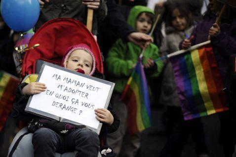 德國日前通過了「同性婚姻」,但同性婚姻內的親子關係建立與收養的等制度問題,才是接...