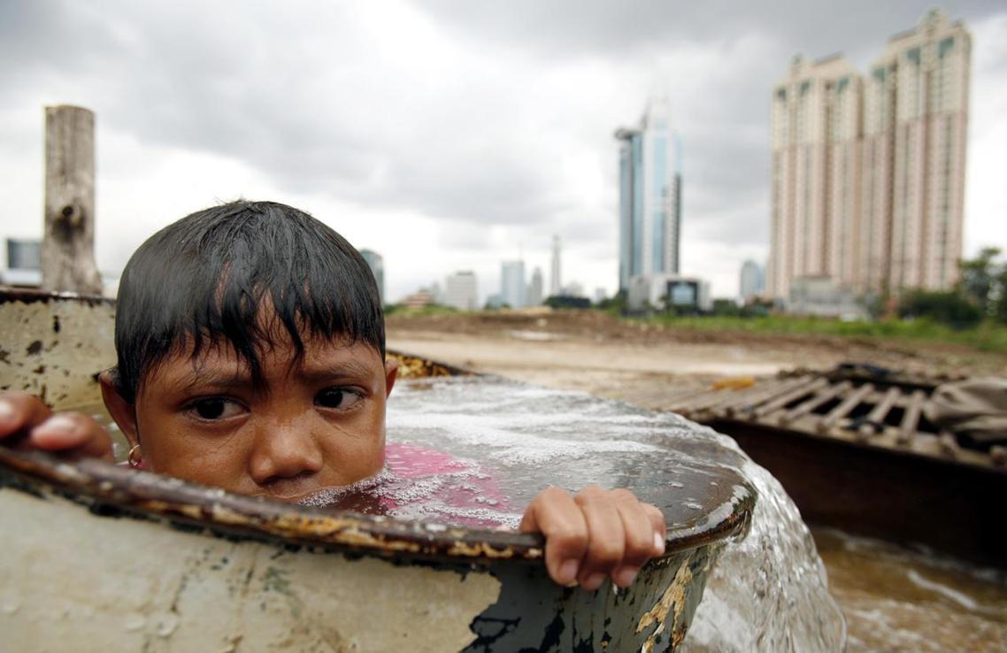 資料圖片:人口爆炸又遭遇「沉沒」威脅,離開雅加達的遷都想法,也被印尼政府重新考慮...
