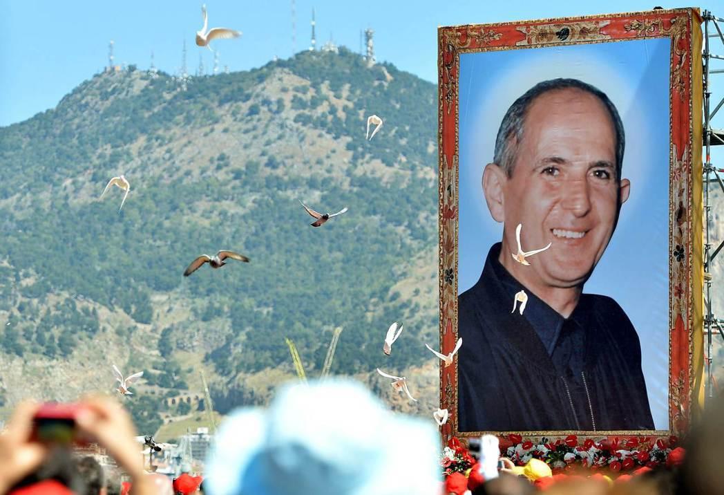 2013年時教宗為已故修士皮里西舉辦盛大的宣福禮,他在世時不畏懼暴力威脅,多次公...