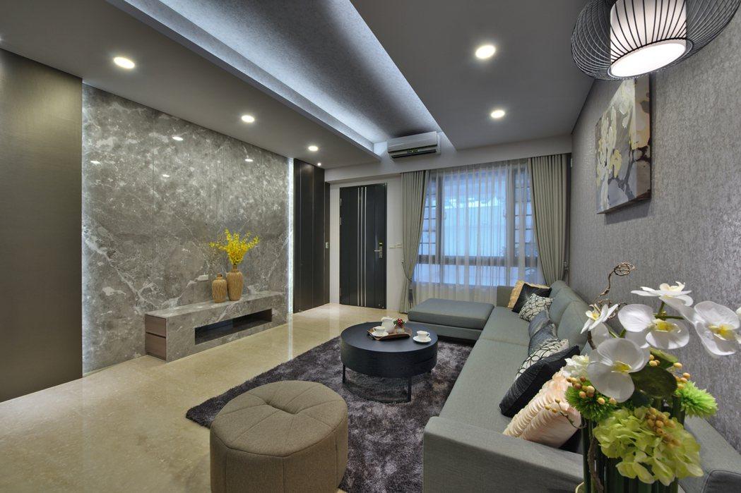 「大橘臻邸」客廳光線優美,全天然石材地坪,待客體面。 圖片提供/祥傑建設