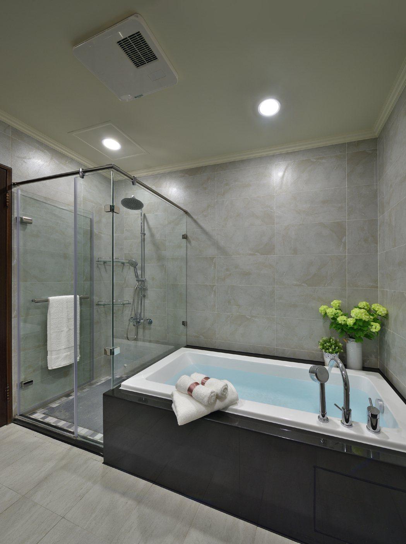 「大橘臻邸」全TOTO衛浴搭配免治馬桶+五合一暖風機。 圖片提供/祥傑建設