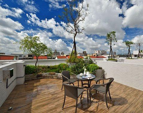 「大橘臻邸」城市裡的天空院子,一壺茶話家常的好時光。 圖片提供/祥傑建設
