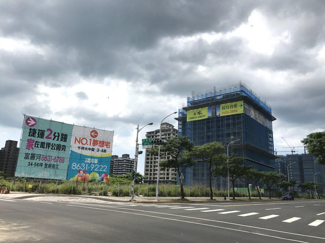 房市近來多空訊息交錯,建案開價高低也拉大。記者游智文/攝影
