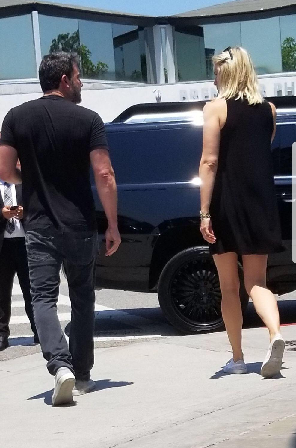 班艾佛列克10日被拍到在洛杉磯與琳賽公開出雙入對。圖/達志影像