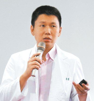 衛福部台南醫院兒科主任林逸首認為,孩子身高問題的治療黃金期是小學一年級。