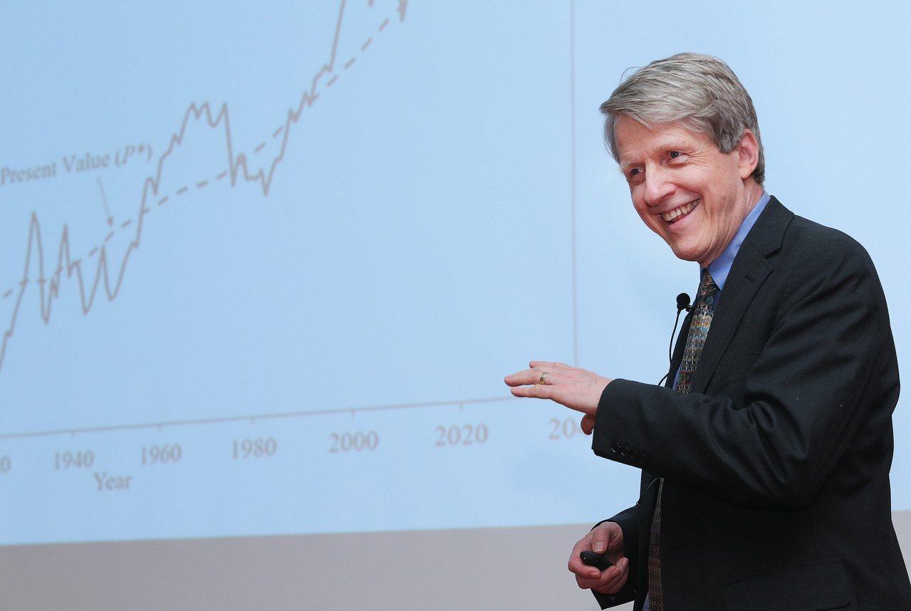 諾貝爾經濟學獎得主席勒(Robert J.Shiller)上午到政治大學演講。記...