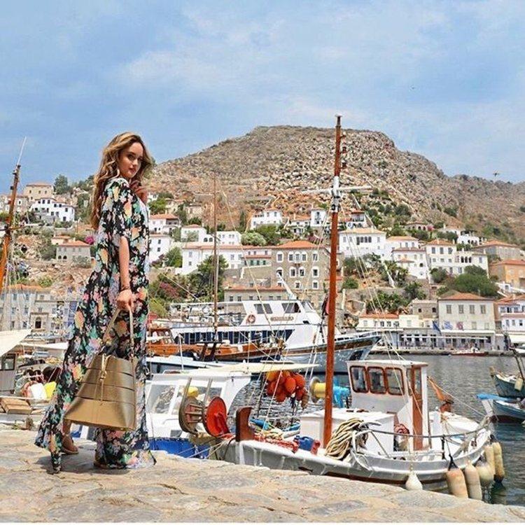 印度歌手Cinta Laura Kiehl在薩羅尼克群島演繹「35 Experi...
