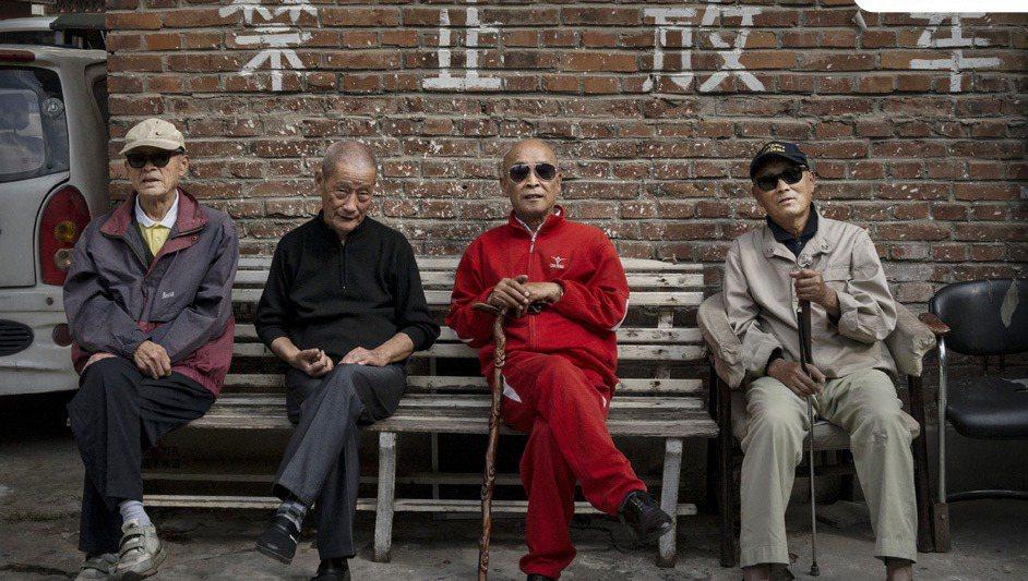 北京街頭的老先生,極可能就是「朝陽群眾」。 圖/取自騰訊網