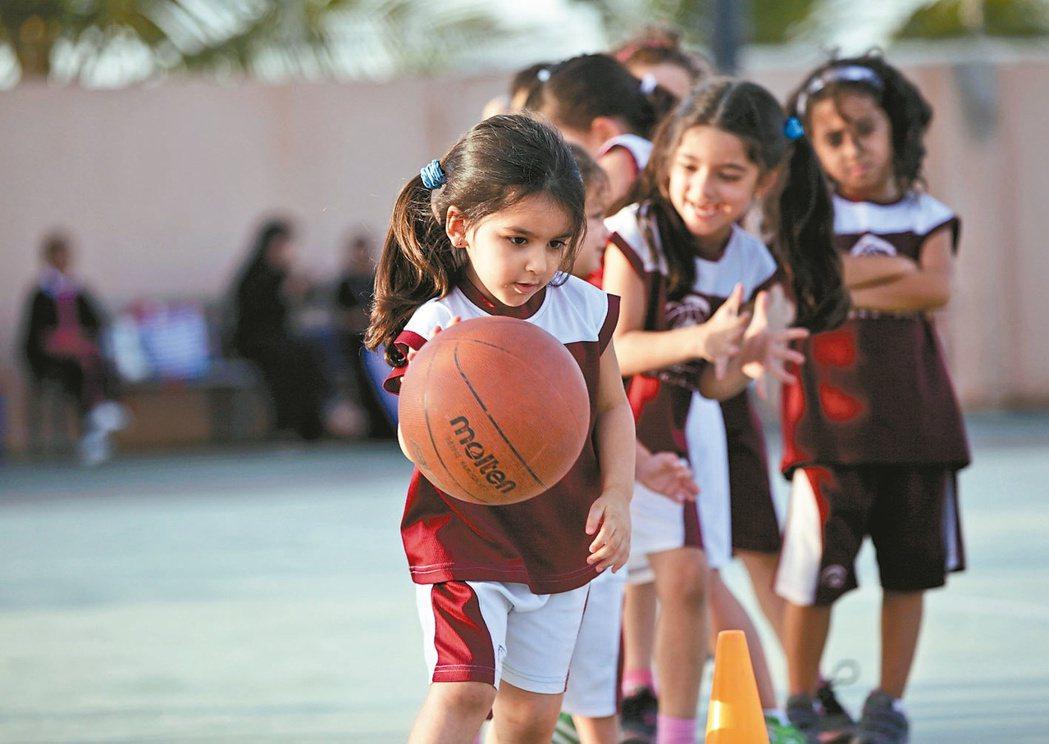 沙烏地阿拉伯宣布允許公立學校女學生上體育課,但可能還需經男性監護人同意,圖為沙國...