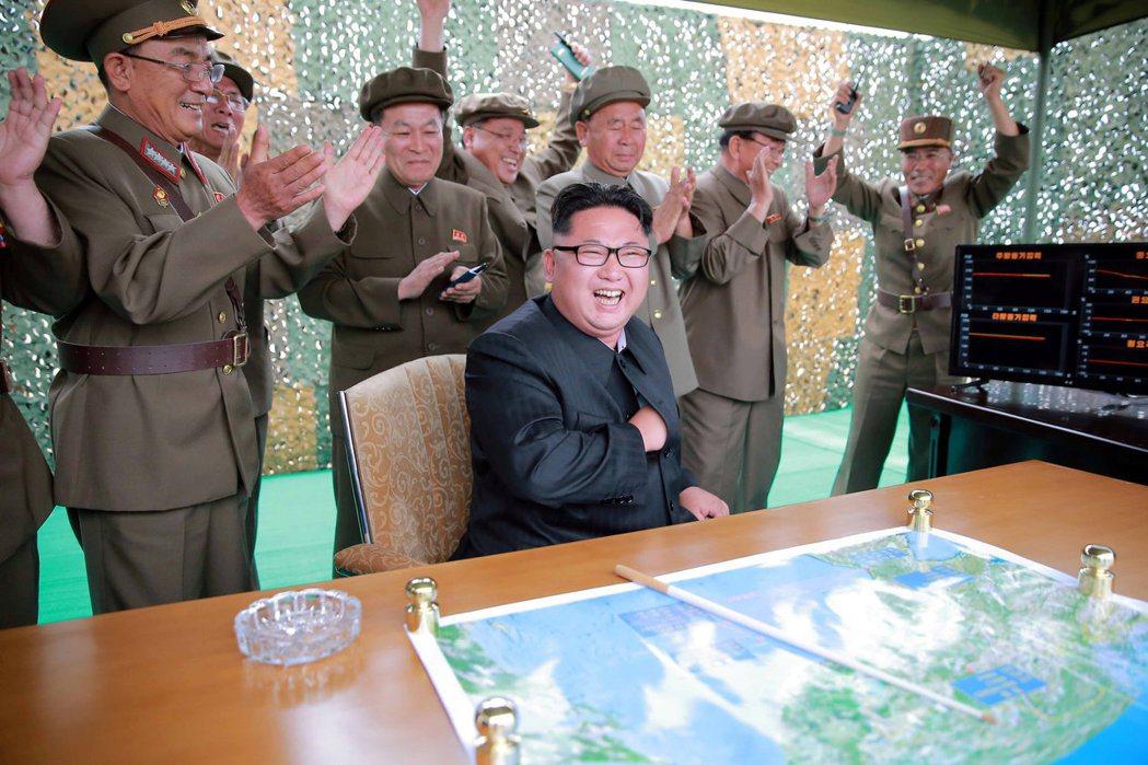 金正恩顯然對文在寅的懷柔政策興趣不高,且不斷透過發射導彈挑戰美國的「紅線」。 圖...