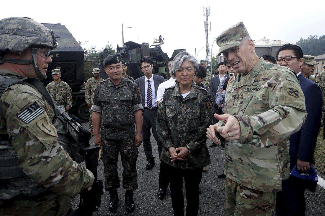 在韓美安保上,首爾一方面釋出重新討論並擱置薩德的風向球,另一方面打算提前收回戰時...