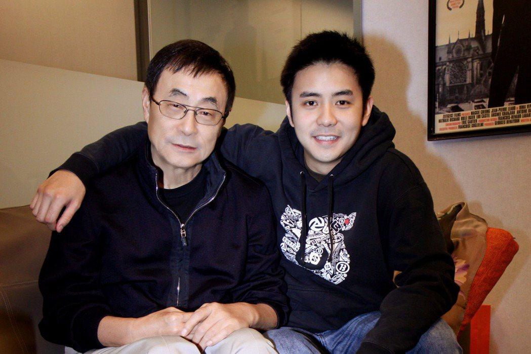 左起為劉家昌、劉子千。圖/華納提供