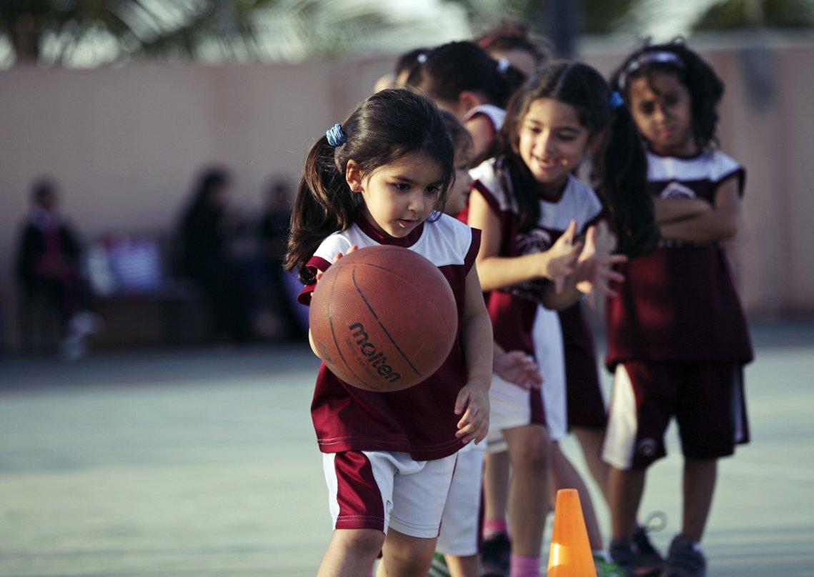 「對於王國裡的所有沙烏地女孩來說,這可是歷史性的一天!」圖為沙烏地的私人女子籃球...