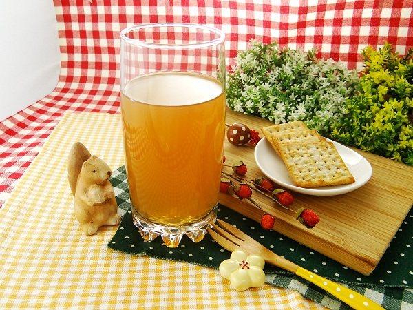 荷蘭原裝 SCHULP共有3種風味,鮮榨蘋果草莓原汁、鮮榨蘋果原汁及鮮榨蘋果接骨...