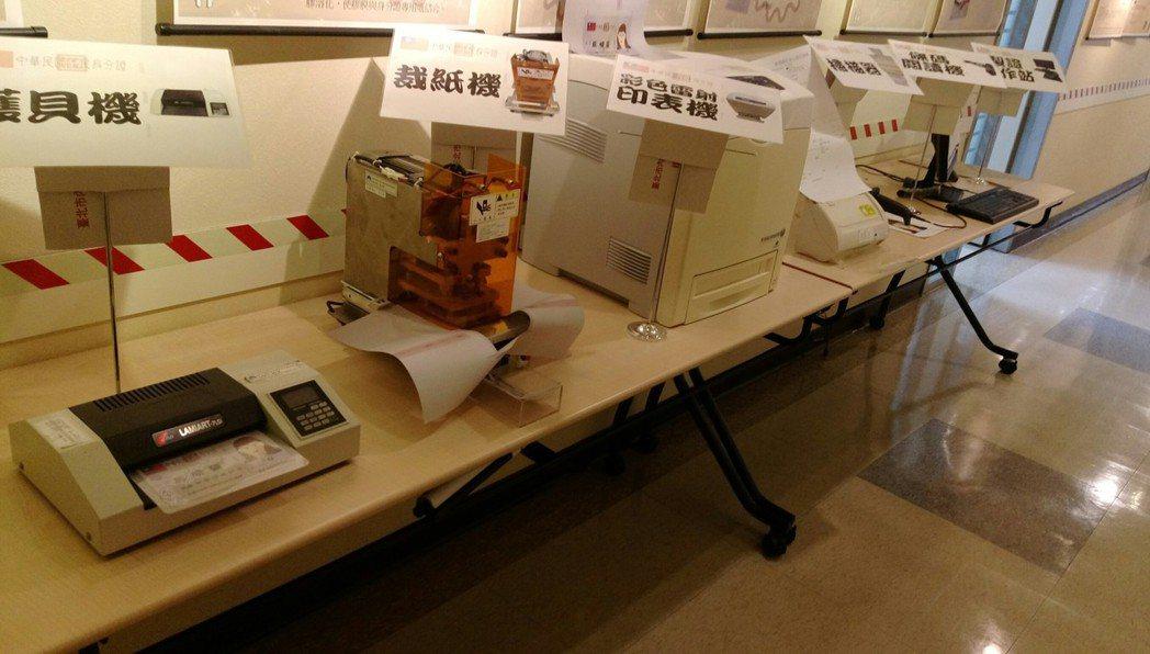 印製身分證需要的機具。 記者楊正海/攝影