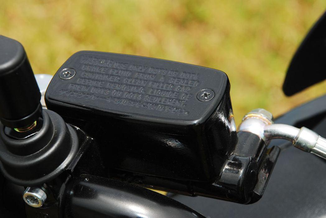 Aeon Elite 300R加大煞車油缸。記者林昱丞/攝影