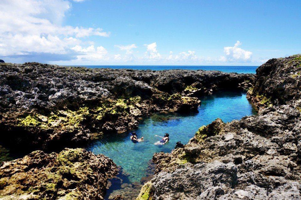 朗島秘境是天然的游泳池。(林郁姍/攝)