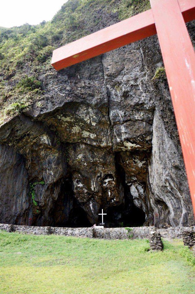 五孔洞以前是禁地,現在是教會的祈禱集會地。(林郁姍/攝)