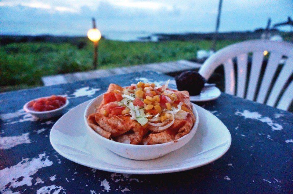 在海邊的招牌餐點為墨西哥捲餅。(林郁姍/攝)