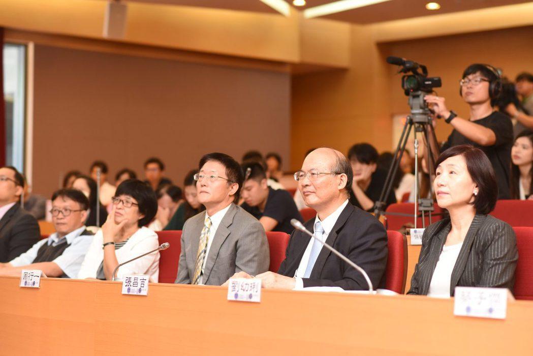 諾貝爾經濟學獎得主席勒於政大演講,現在座無虛席。圖/政大提供