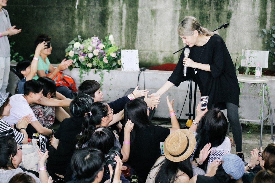 陳惠婷為「LEZS女女好玩節」帶來充滿力量的歌聲。圖/頤創藝有限公司提供