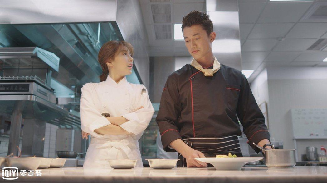 吳慷仁(右)、邵雨薇主演「極品絕配」。圖/愛奇藝台灣站提供