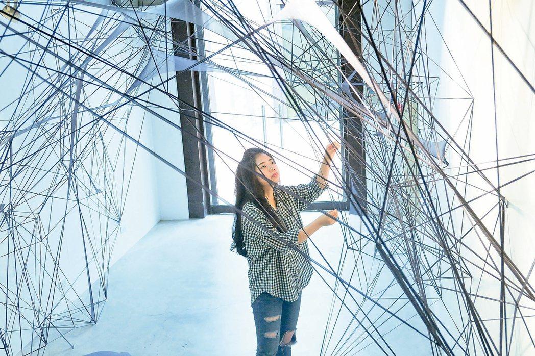 林歆恬在西班牙研究藝術創作,特地回台展出作品「空間中的書寫」。 記者徐如宜/攝影
