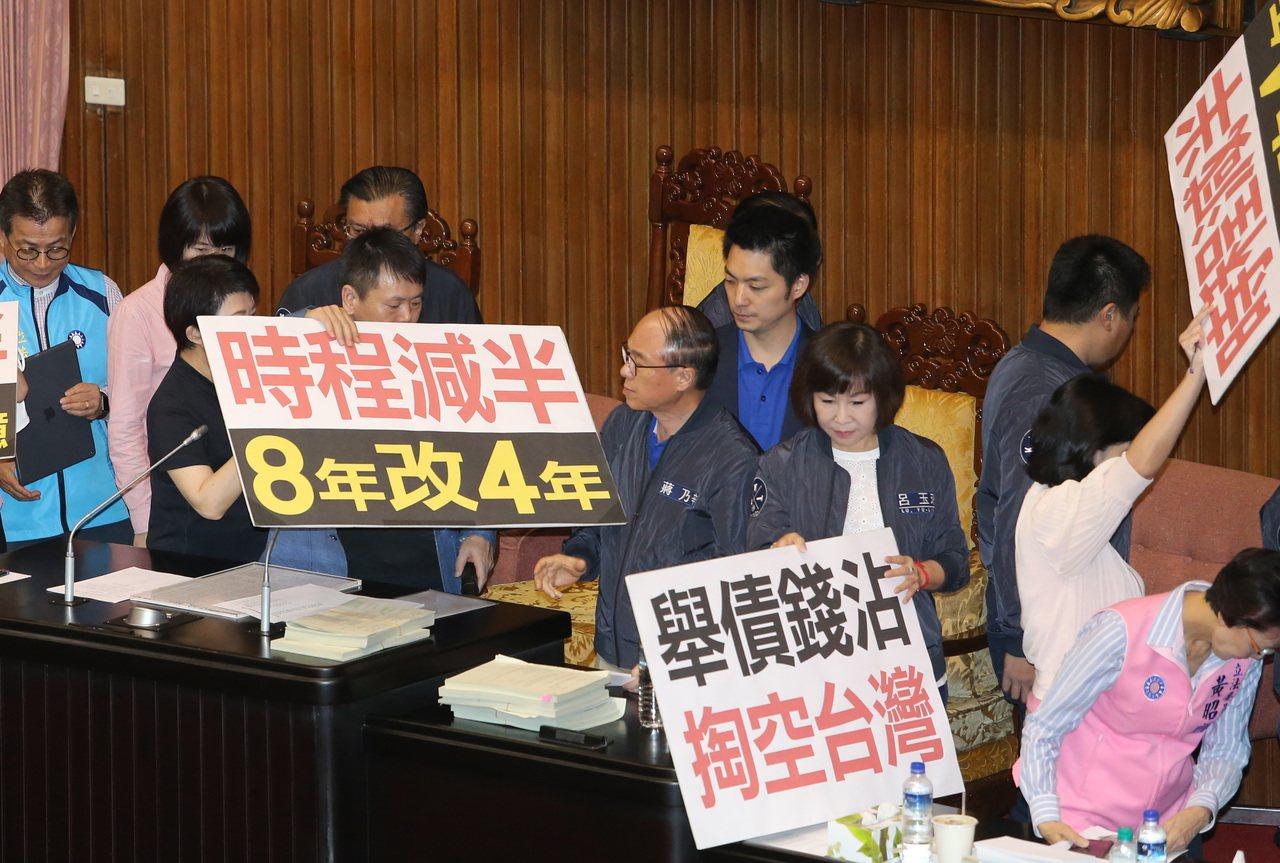「前瞻基礎建設條例」草案5日在立法院三讀通過。外界本來預期,朝野將有一番激戰,不...