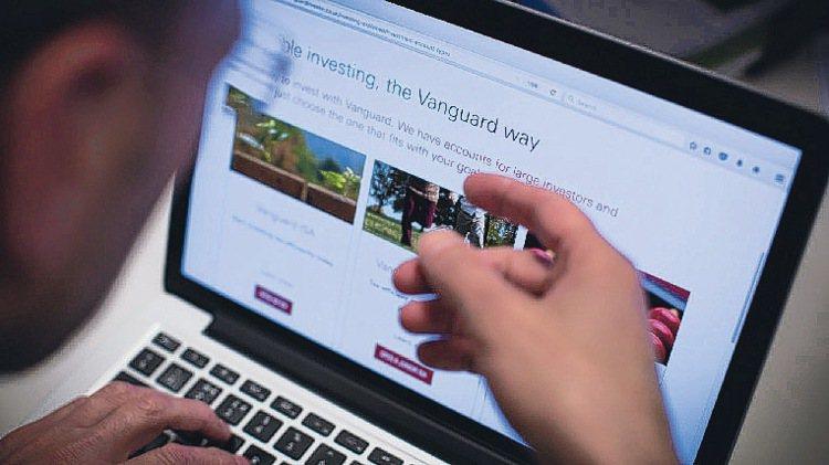 在投資人湧向被動式管理基金的情勢下,投資管理公司先鋒(Vanguard)旗下基金...