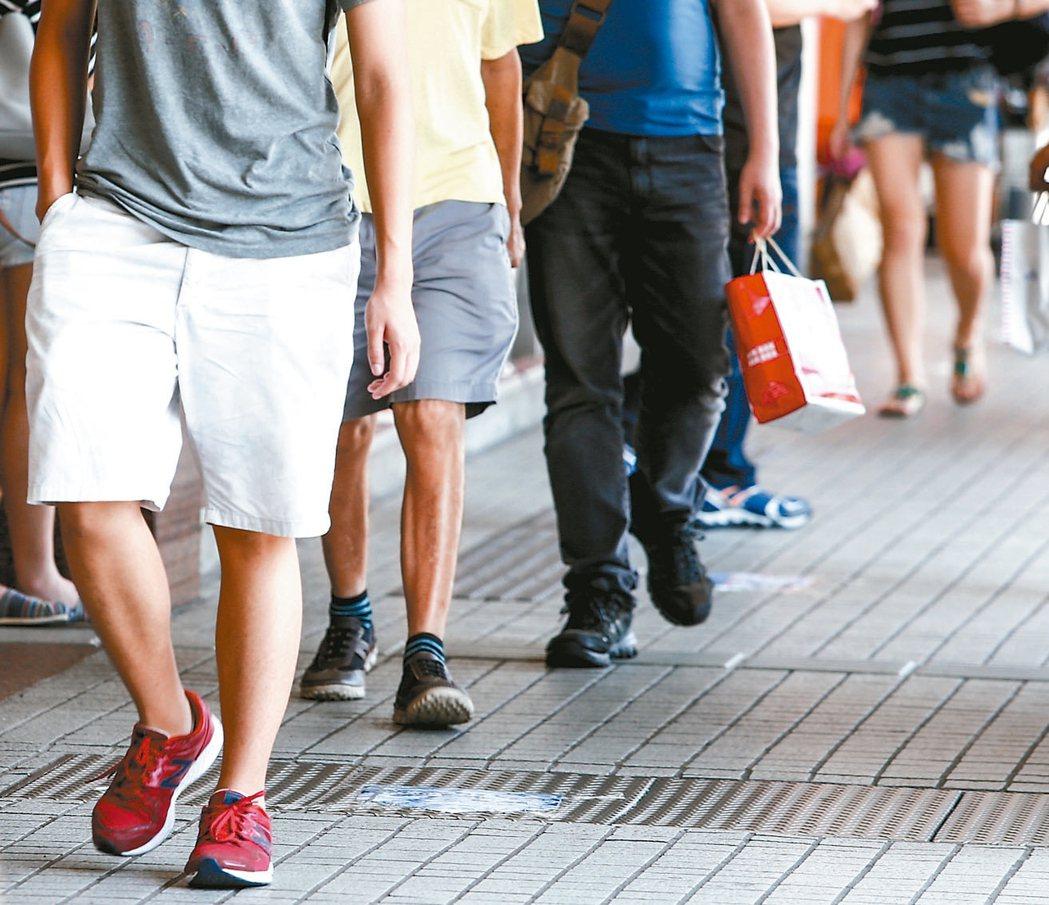 根據美國史丹福大學近日研究顯示,台灣人每天走5000步,在46個國家地區中排名第...