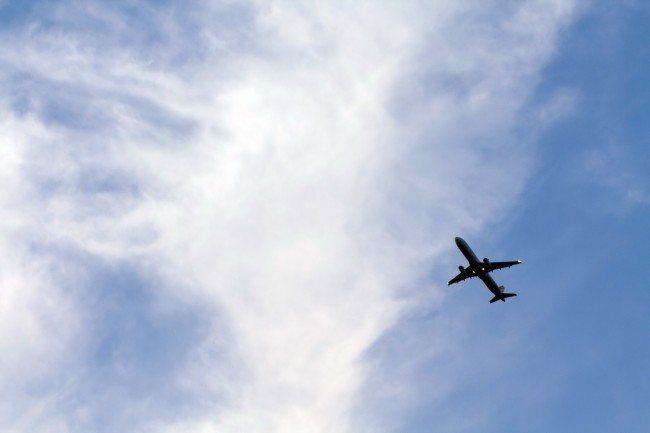 全球暖化導致熱浪侵襲愈來愈頻繁及溫度上升,數十年後於最熱日子當中,全球1/3飛機...