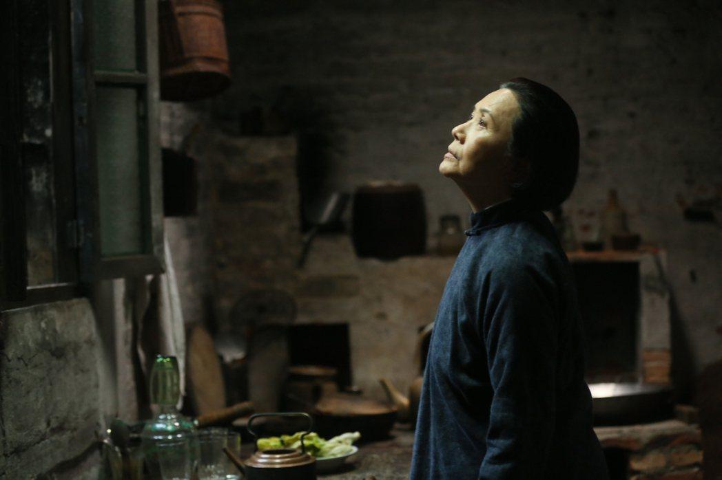 葉德嫻飾演方母馮芝。藉著方母一角,許鞍華傳遞對於香港這段反抗歷史的個人總結:反抗...