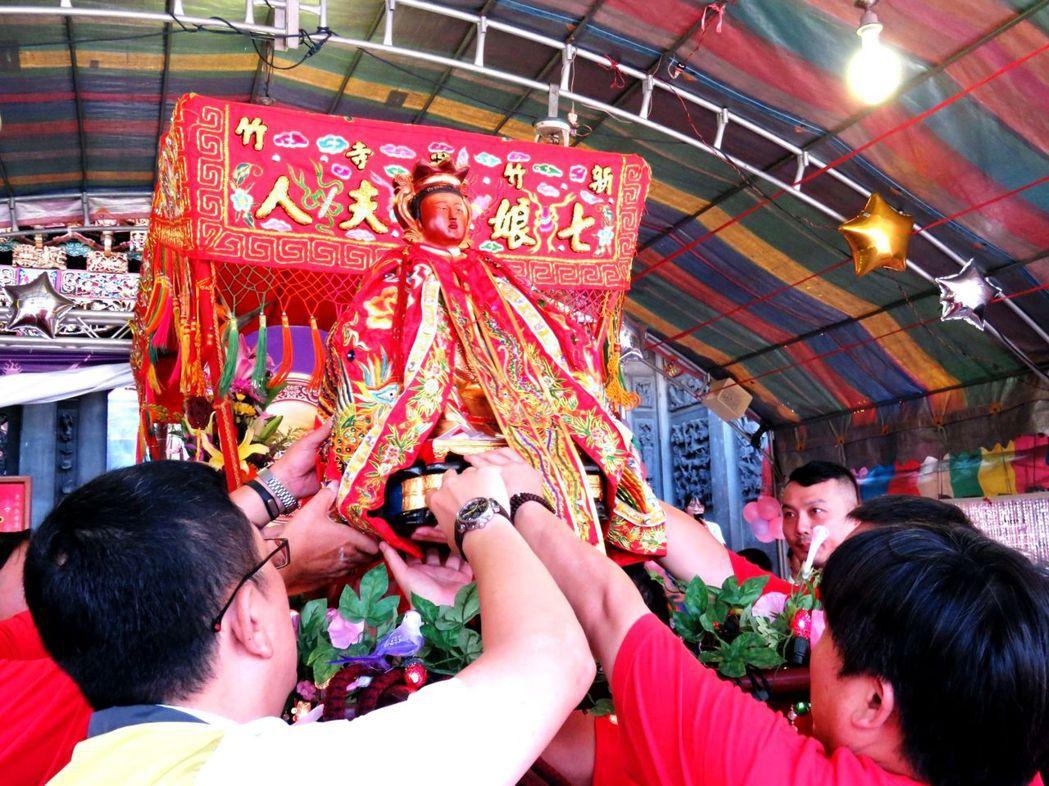 祭拜神明的供品,不是千篇一律的。 圖/竹蓮寺主任委員許修睿提供