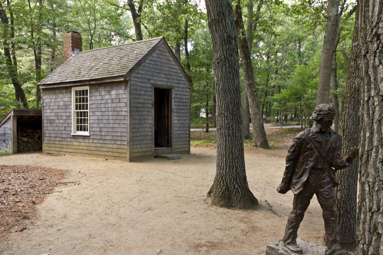 瓦爾登湖附近的再現版梭羅小屋。圖/取自wikipedia