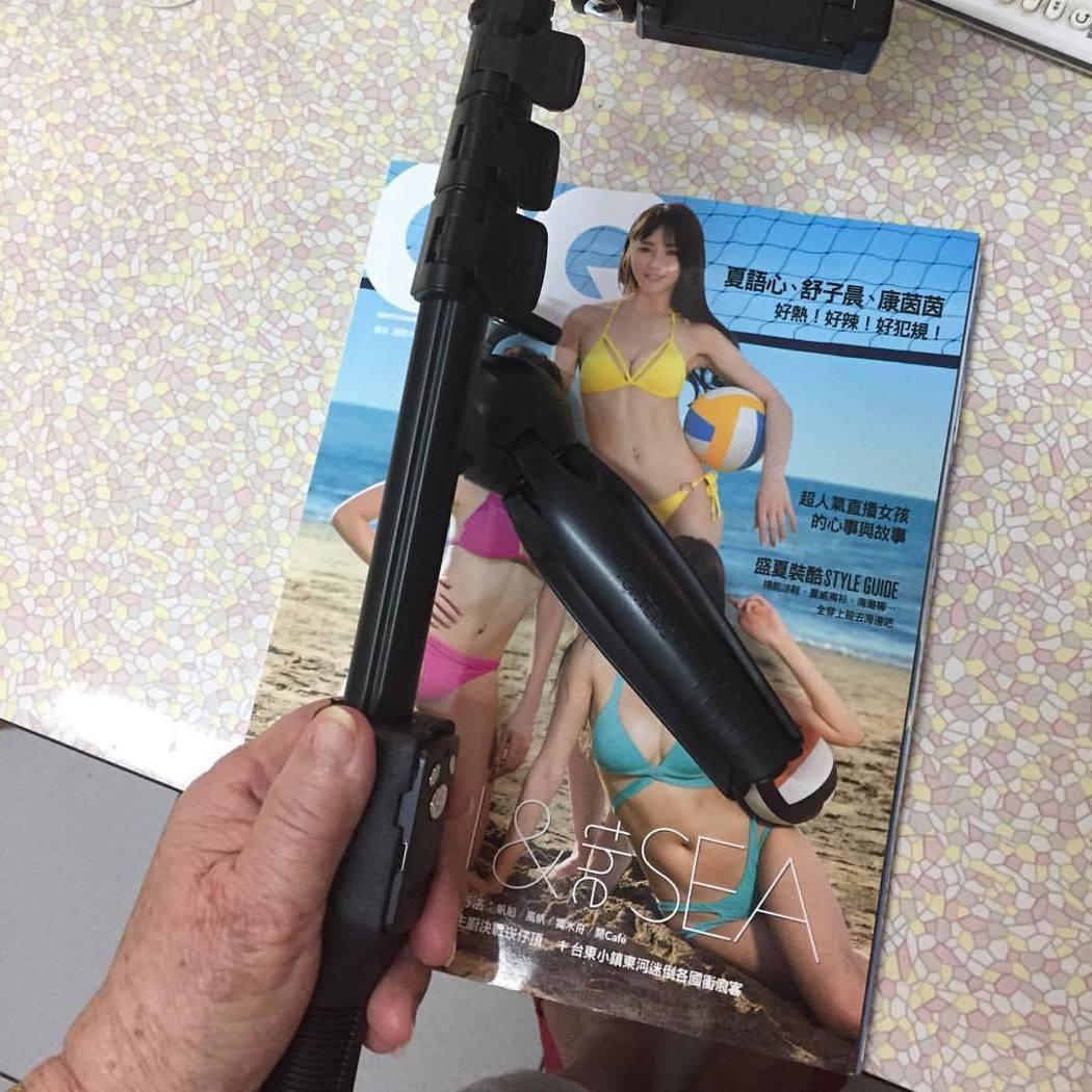 「超狂阿嬤」邢黃滿金發現孫子有舒子晨當封面的雜誌。 圖/擷自邢黃滿金臉書