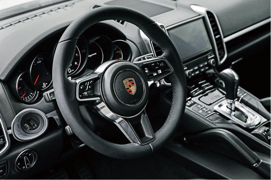 Porsche 提供