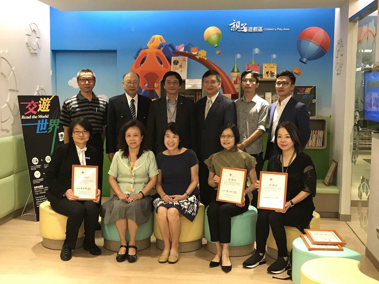 桃園國際機場漂書圖書館受贈儀式。
