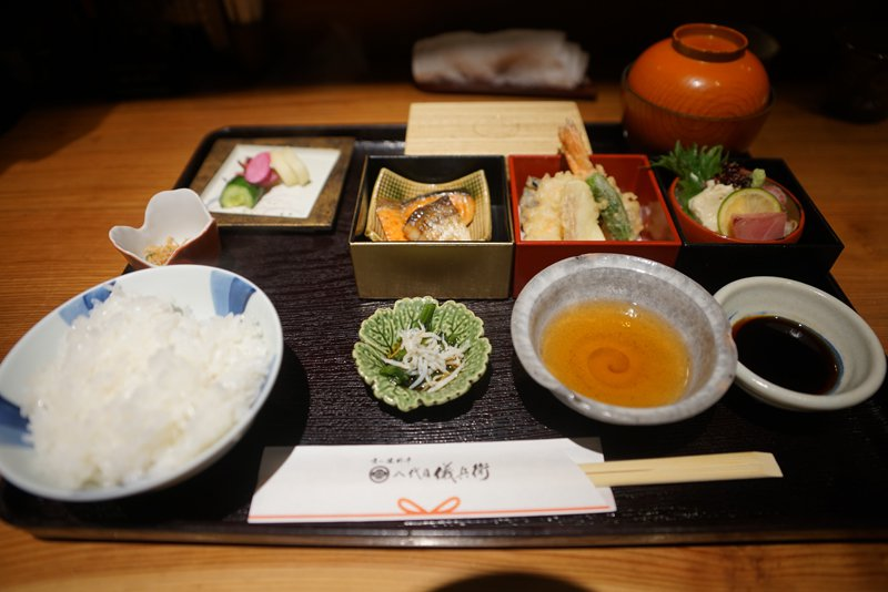 炸京都地雞雞腿肉套餐,料理口味都很棒!