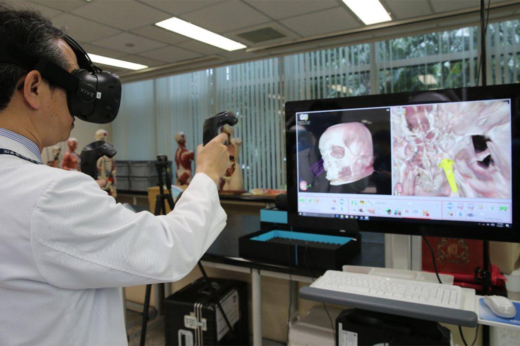 訓練外科醫師 VR虛擬實境幫大忙 記者徐兆玄/攝影