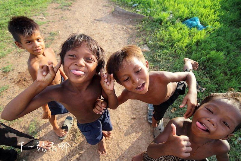 村子裡天真的孩童。 攝影/賴勳毅