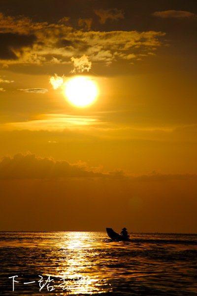 洞里薩湖美麗夕陽。 攝影/賴勳毅