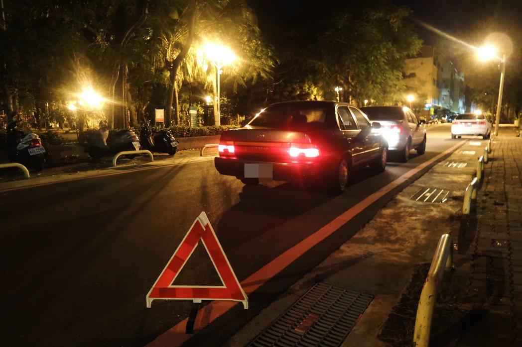 為保護車禍現場不移車 竟吃警察罰單
