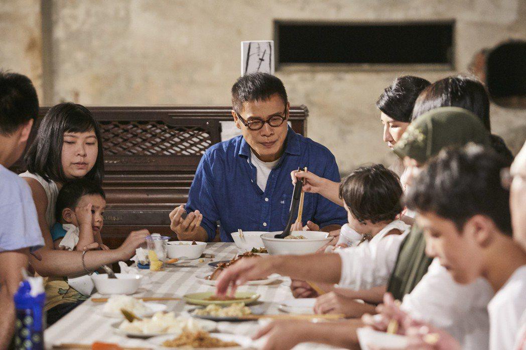 羅大佑「家(III)」MV傳達「因為有愛,所以不一樣的人們,有了一樣的家。」概念...