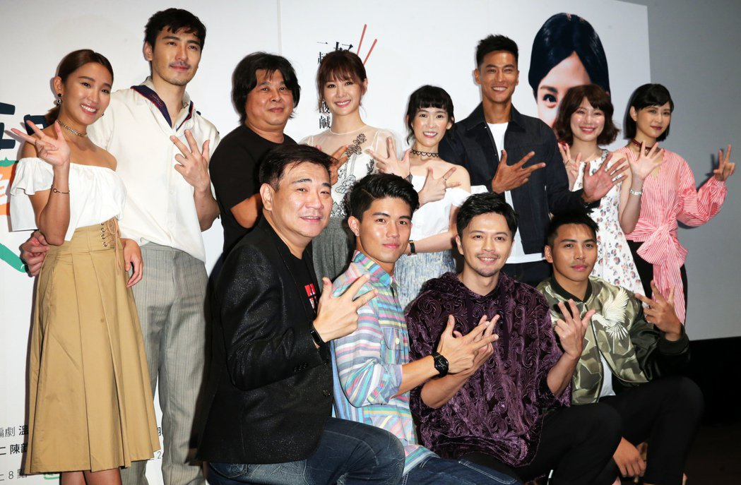 《五味八珍的歲月》的劇中演員出席首映記者會。記者徐兆玄/攝影