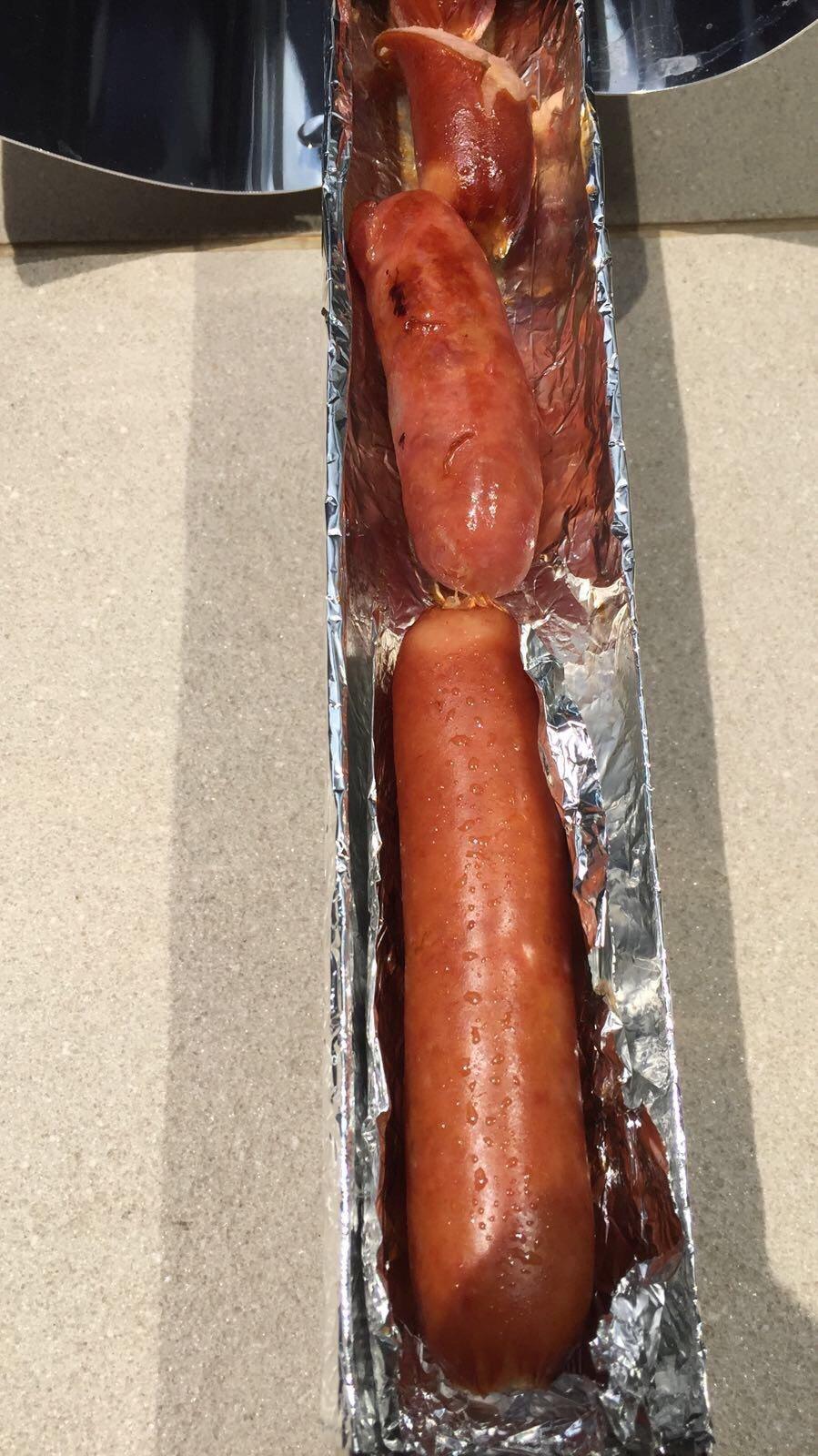陶子靠太陽能竟烤出色澤完美的香腸。圖/陶子提供