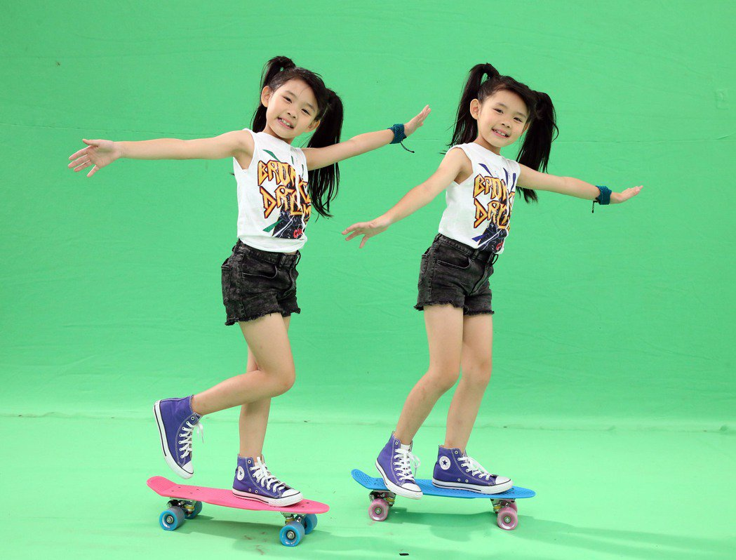 左左右右新歌「奇幻舞」,手勢舞步更加華麗進化。圖/豐華提供