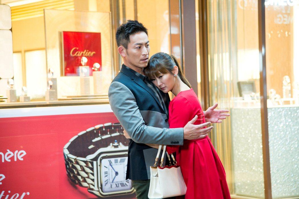 陳珮騏(右)演活心機女,和趙駿亞有感情糾葛。圖/三立提供