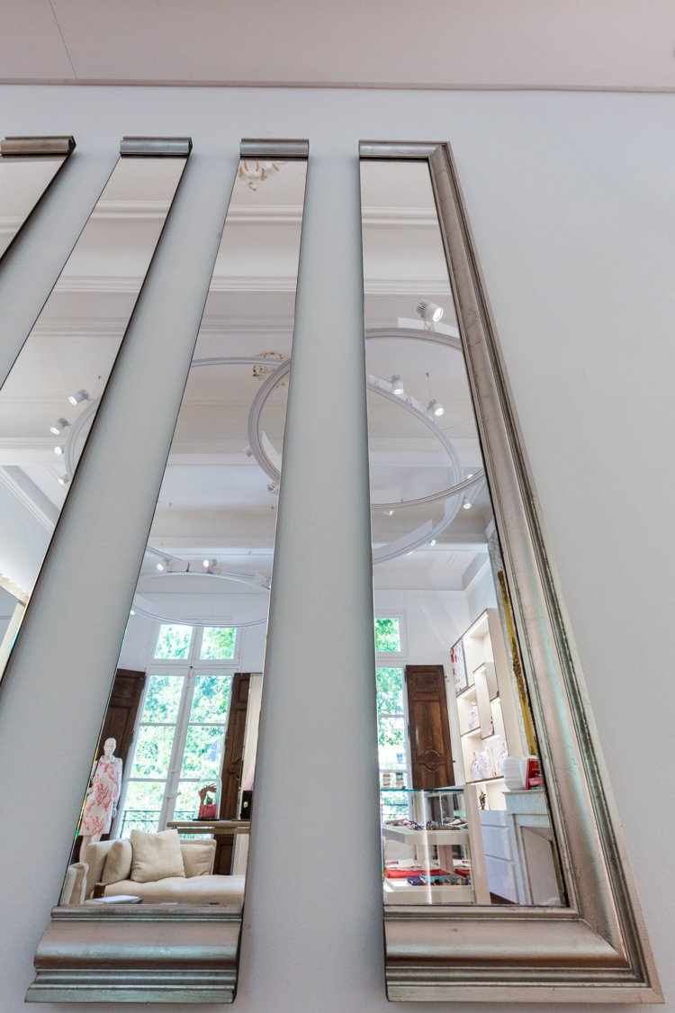 LONGCHAMP與法國當代藝術家Mathias Kiss合作,以其擅長的光影技...