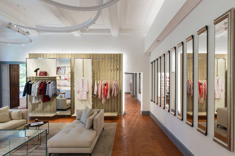 位於法國普羅旺斯的LONGCHAMP全新旗艦店,空間明亮寬敞。圖/LONGCHA...